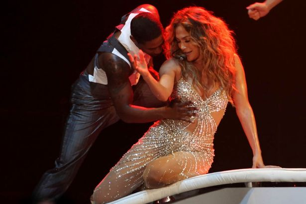 "Jennifer Lopez Wardrobe Malfunction On Stage: Fans Get The ""Whole"