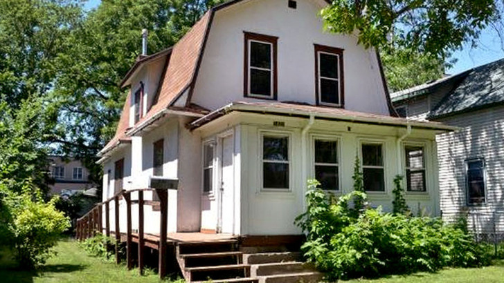 Prince's purple rain house for sale for just $110,000 (PHOTO)