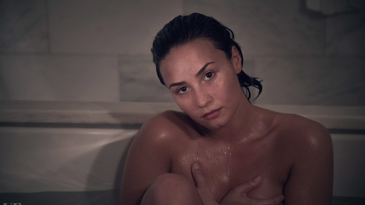 Demi Lovato Covers Adele's Hello For Fans (VIDEO)