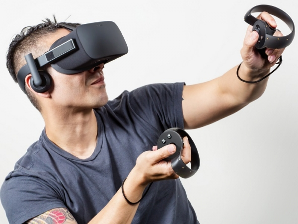 In 2025, Facebook will build an operating teleporter, according to Facebook CTO Mike Schroepfer. He continues by saying that he wants the device to let people be anywhere with anyone they want. (Photo : Oculus)