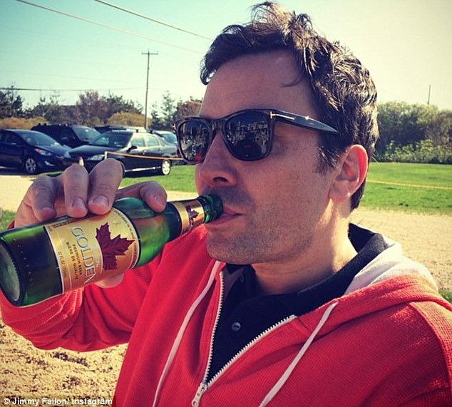 """Jimmy Fallon Has A Drinking Problem: """"He's A Mess"""" - dBTechno"""